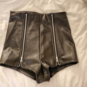 Faux Leather Shorts High rise Small
